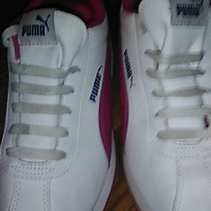 Womens size 6 vintage Pumas NEVER WORN, SIZE 6/